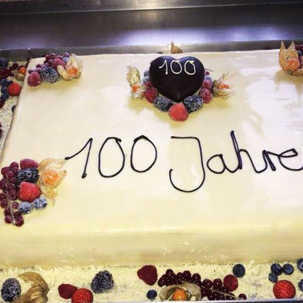 Quadratischer Kuchen zum 100. Geburtstag